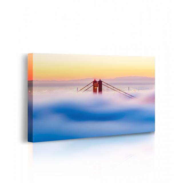 Quadro ponte con la nebbia prospettiva